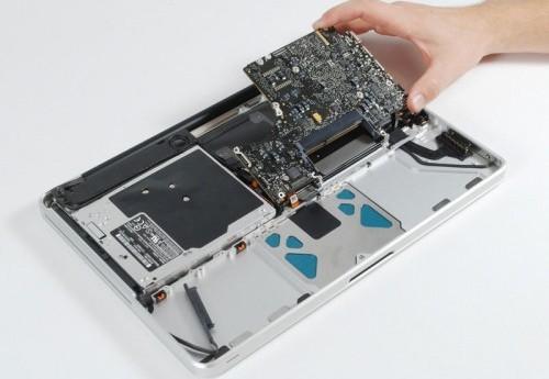 Kto może się zająć naprawą laptopów